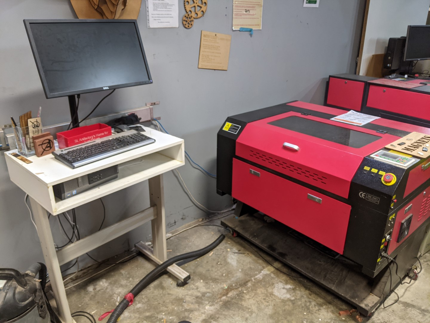 tools:lasercutters:middle_red_photo.jpg